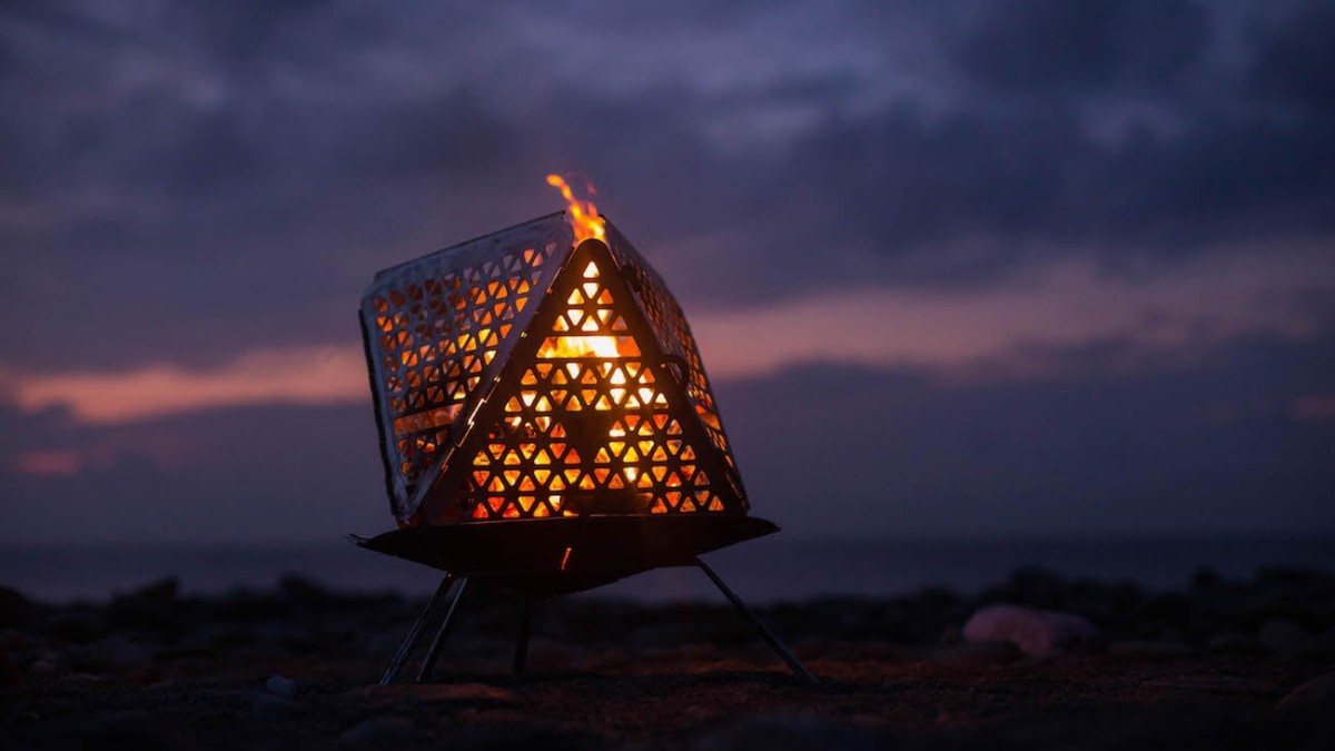 FOCANO See-Through Portable Fire Pit can fit up to 44 pounds of fuel inside