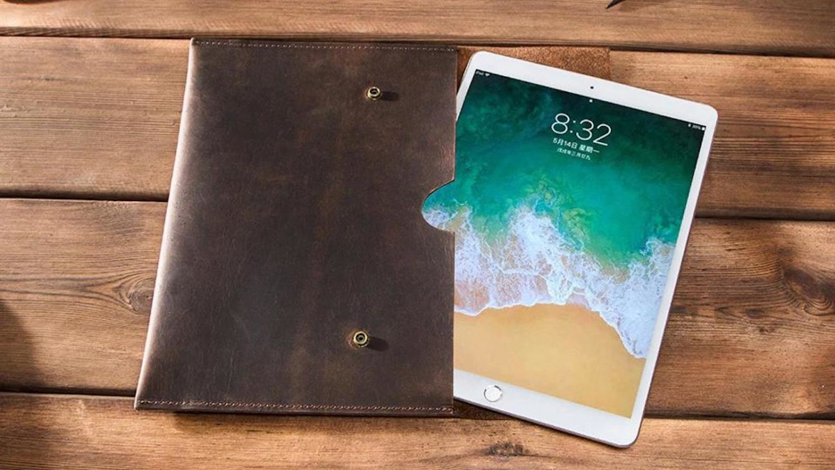 Fold-Over Snap Leather iPad Sleeve is all about sophistication
