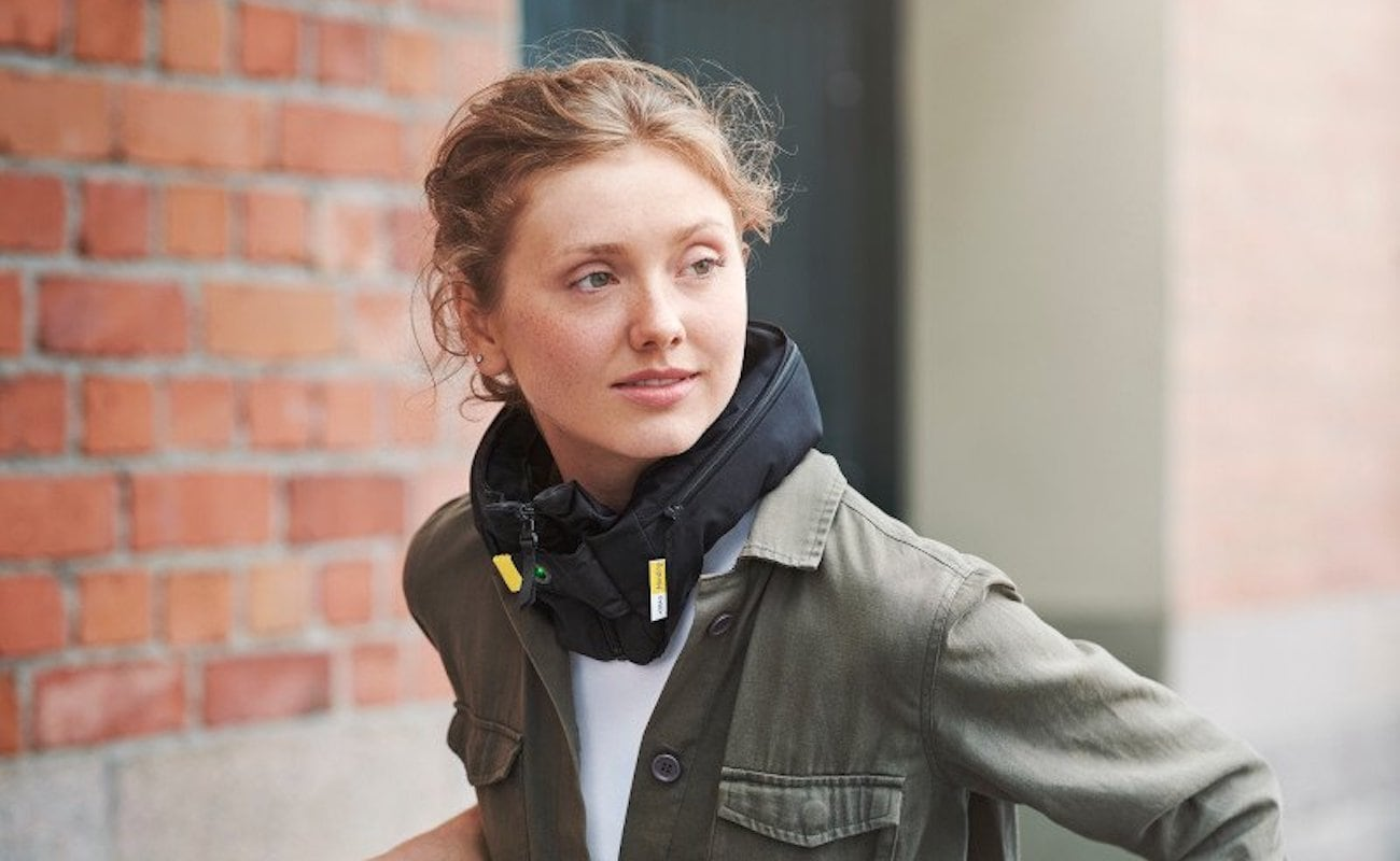 Person wearing the urban cyclist airbag