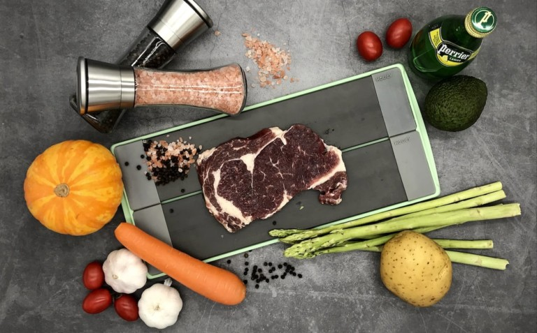 HOUCY 3-In-1 Ultra-Fast Defrosting Tray thaws steak in only 15 minutes