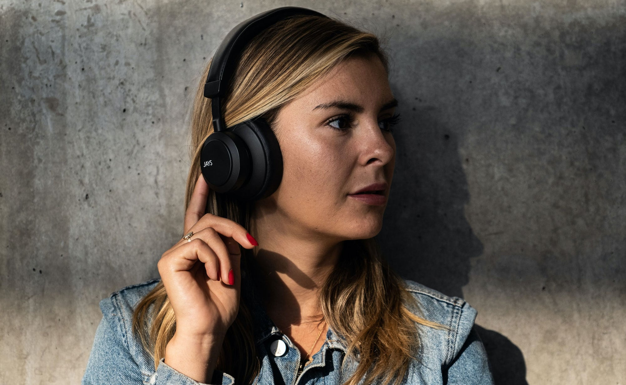 Jays q-Seven Wireless ANC Headphones provide 30 hours of playtime
