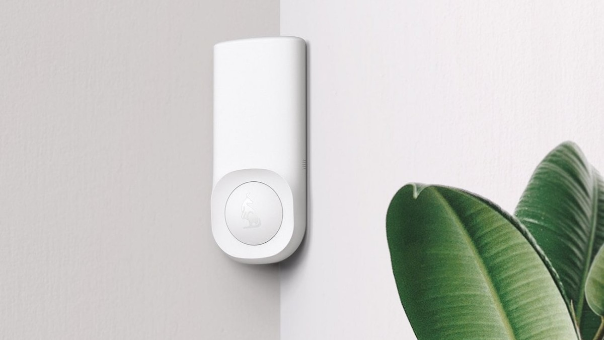 Kangaroo Motion + Entry Sensor home security device alerts you when anyone enters