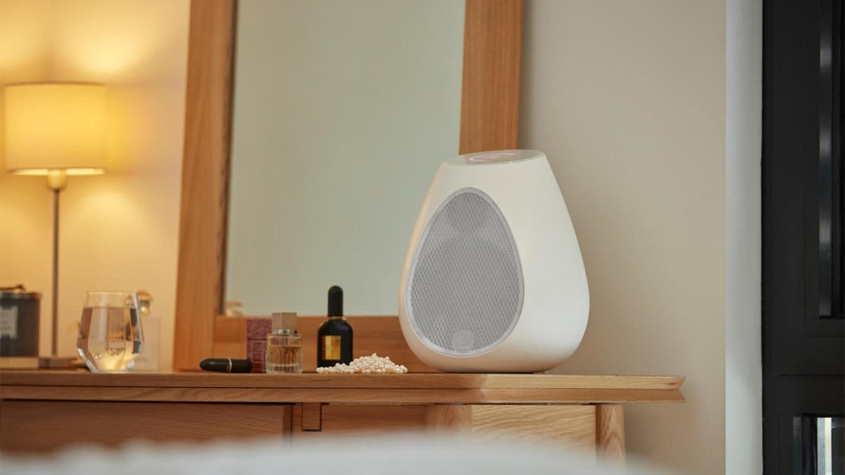 Linn Series 3 Room-Filling Wireless Speaker emits full-bodied sound from a wine-glass shape
