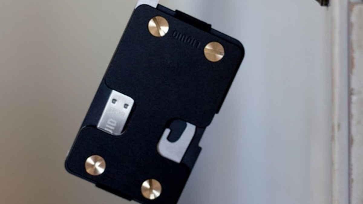 Liquid Co. Essentialist Wallet Discreet Key Holder keeps all your necessary items in one spot