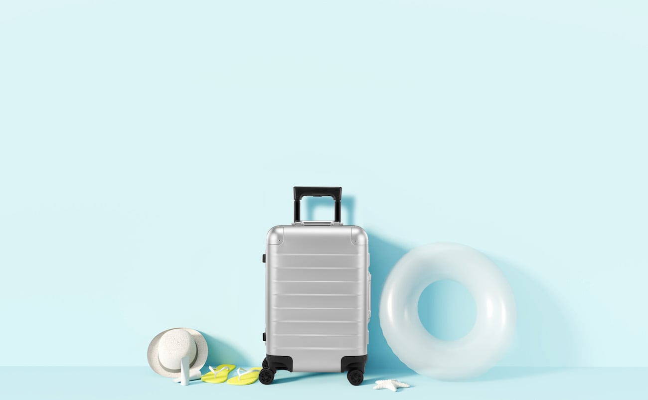 GILBANO Aluminum Suitcase Bundle features a suitcase with extremely silent wheels