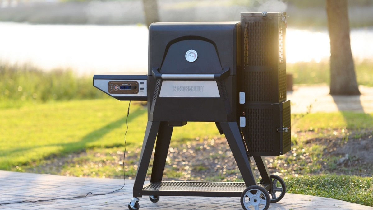 Masterbuilt Gravity Series Charcoal Grill & Smoker provides the classic flavor you know and love