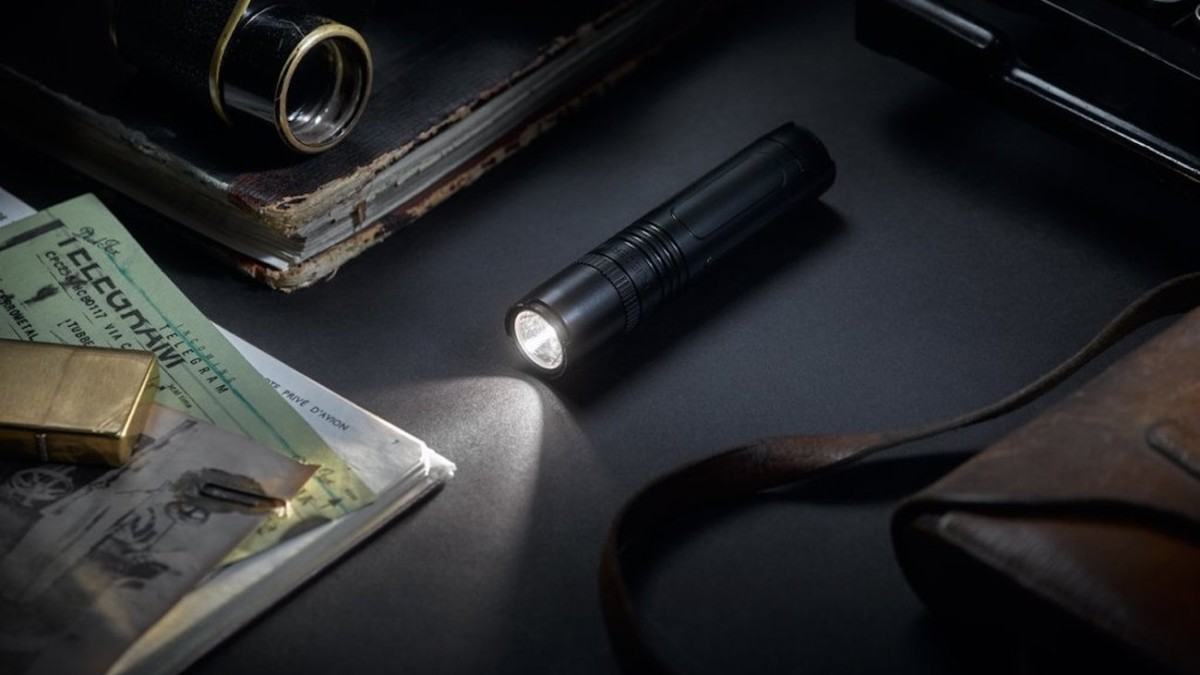 Muyshondt Flieger 1930 Electric Flashlight emits a long-distance bright light