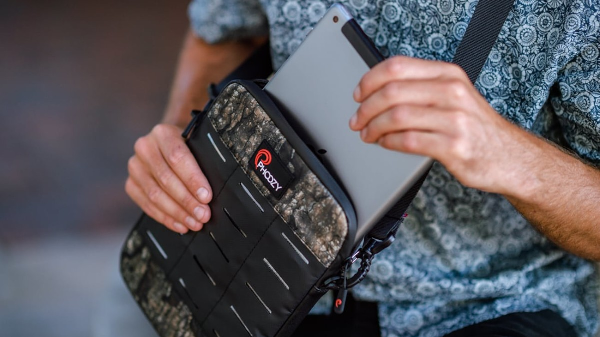PHOOZY Thermal Device Capsule protects your tablet and laptop in adventurous conditions
