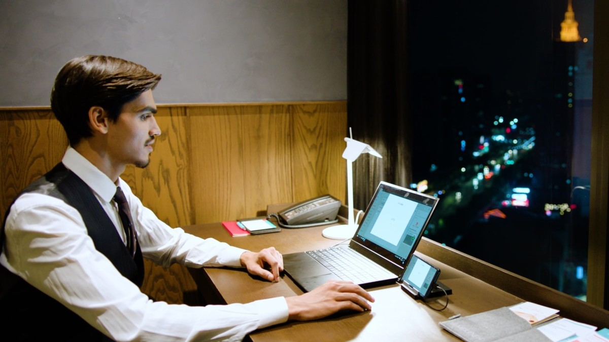 PhoneBook Smartphone Converting Laptop unleashes your phone's full potential
