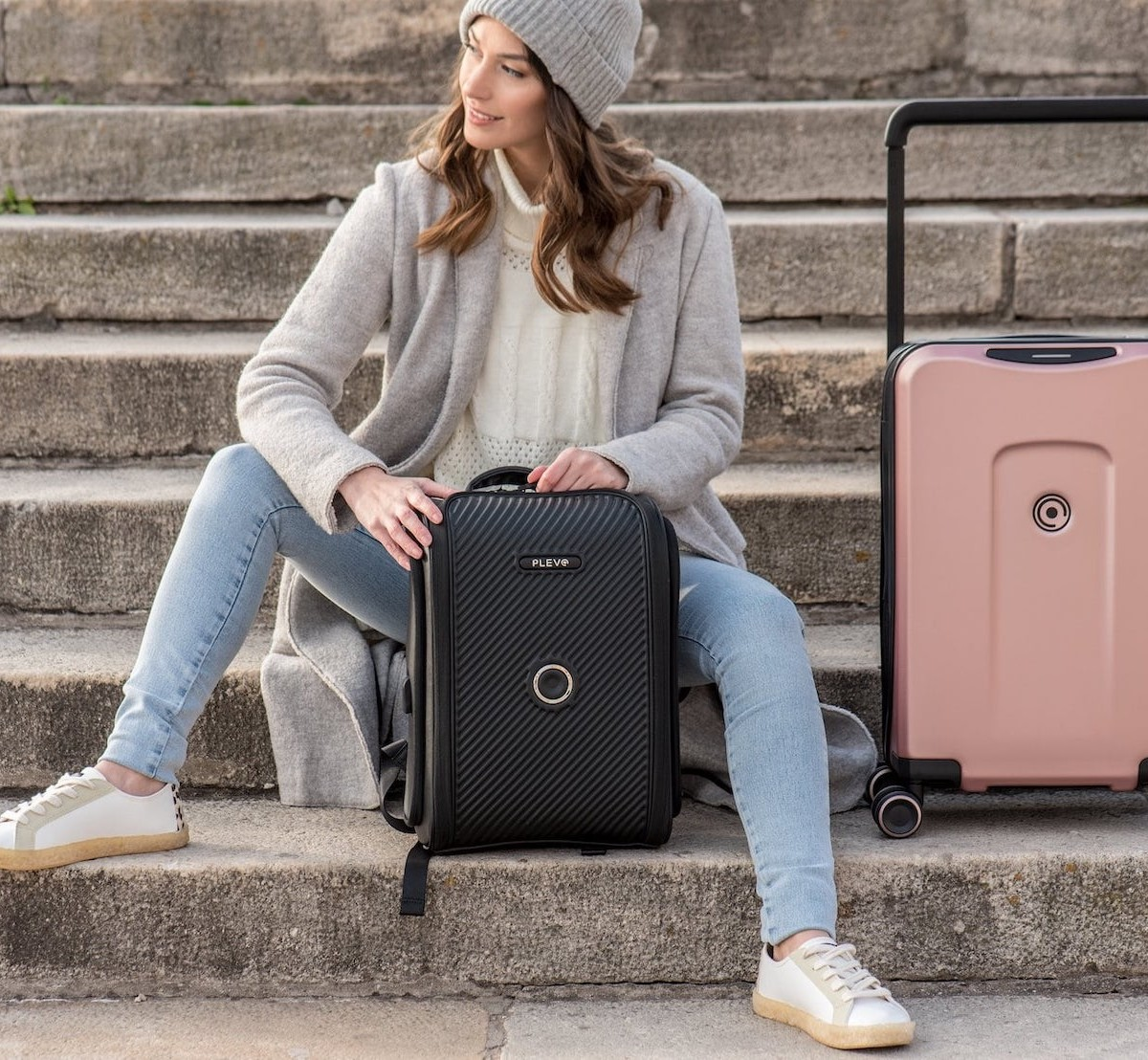 Plevo B-One & D-One Series Smart Travel Bags use intelligent lock technology to secure your belongings