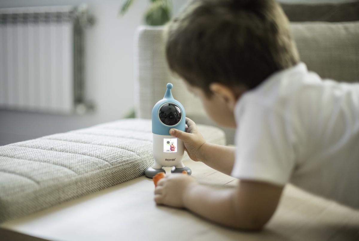 ROYBI Smart Language-Teaching Kids Toy uses AI to personalize learning