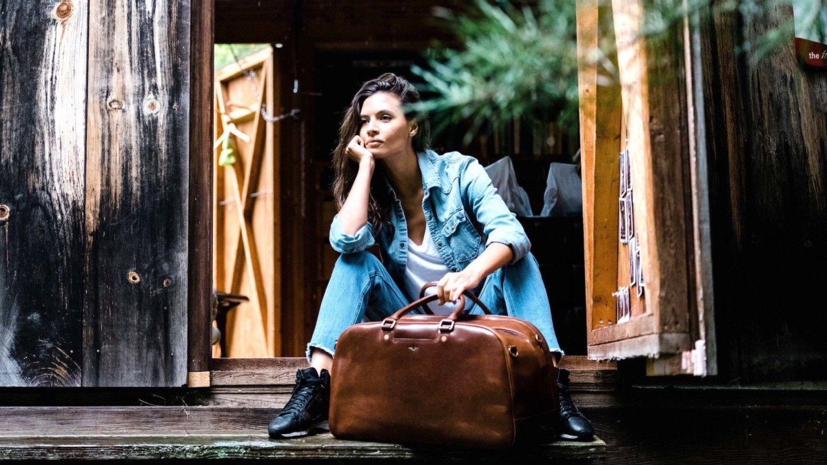 Satchel & Page Weekender Leather Duffel Bag is great for short vacations
