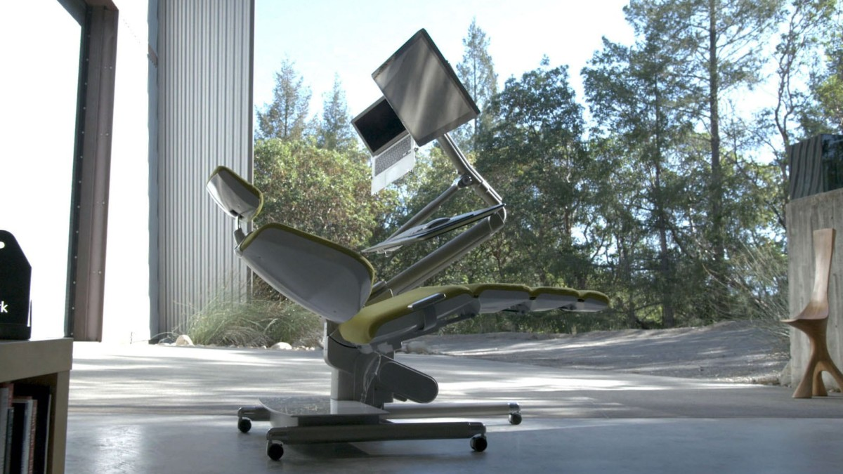 Altwork Station Mechanical Desk lets you work in any position you want
