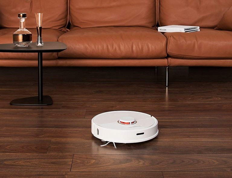 Roborock cleaning hardwood floor