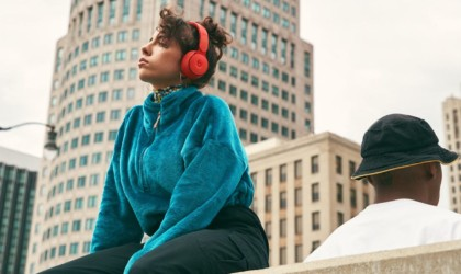best gadgets to listen to music on the train