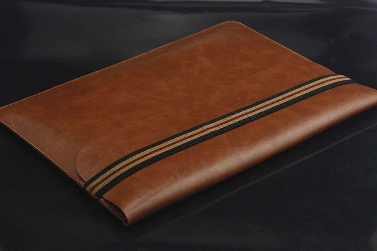 Universal Notebook Sleeve Leather Laptop Case is super thin and lightweight