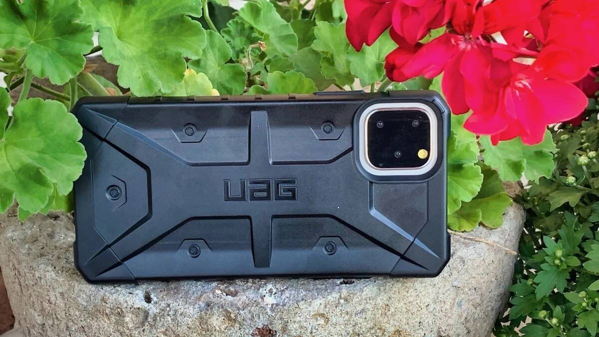 iPhone 11 Pro Max cases for protection - UAG Pathfinder Case