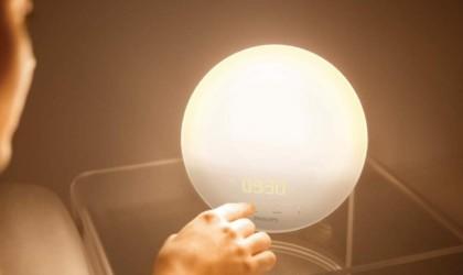 smart gadgets - Philips HF3520 Wake-Up Light Alarm Clock