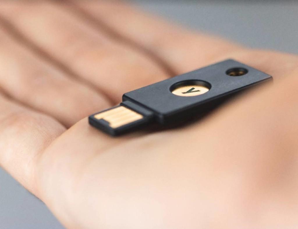 useful gadgets 2019 - YubiKey Security Key NFC 01