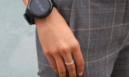 useful gadgets 2019 - emit Minimalist Productivity Smartwatch 01
