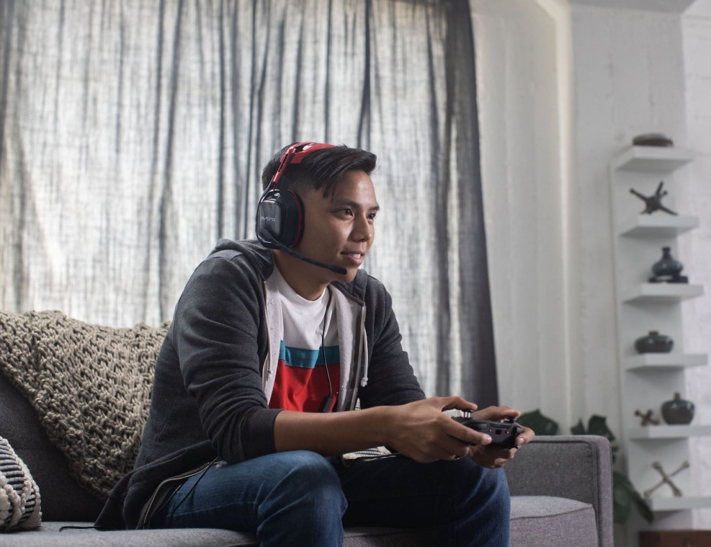 Person playing Call of Duty with C40 controller