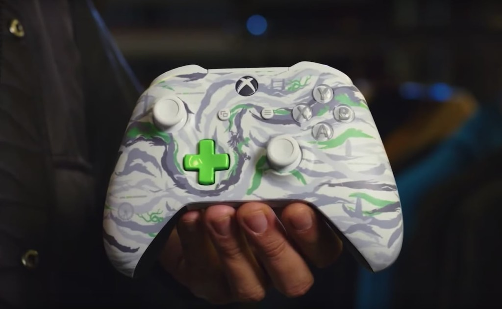 Person holding DPM controller