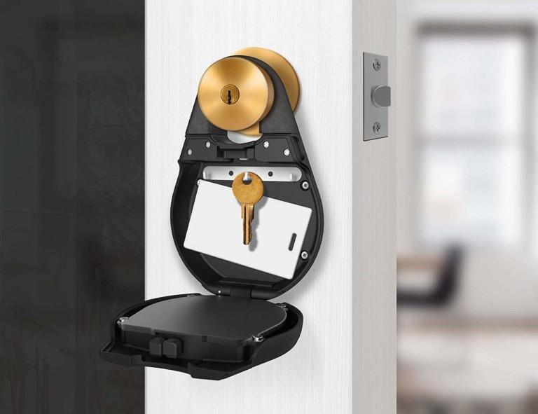 Igloo open showing keys inside