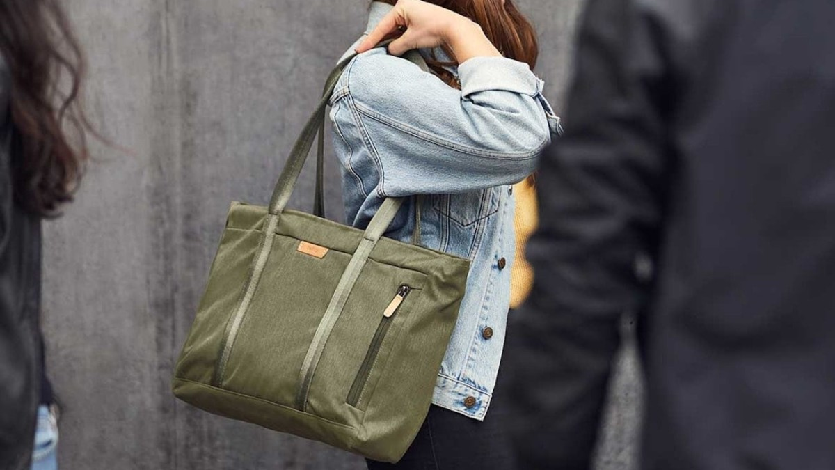Bellroy Classic Tote Everyday Bag sorts all your everyday items both large and small