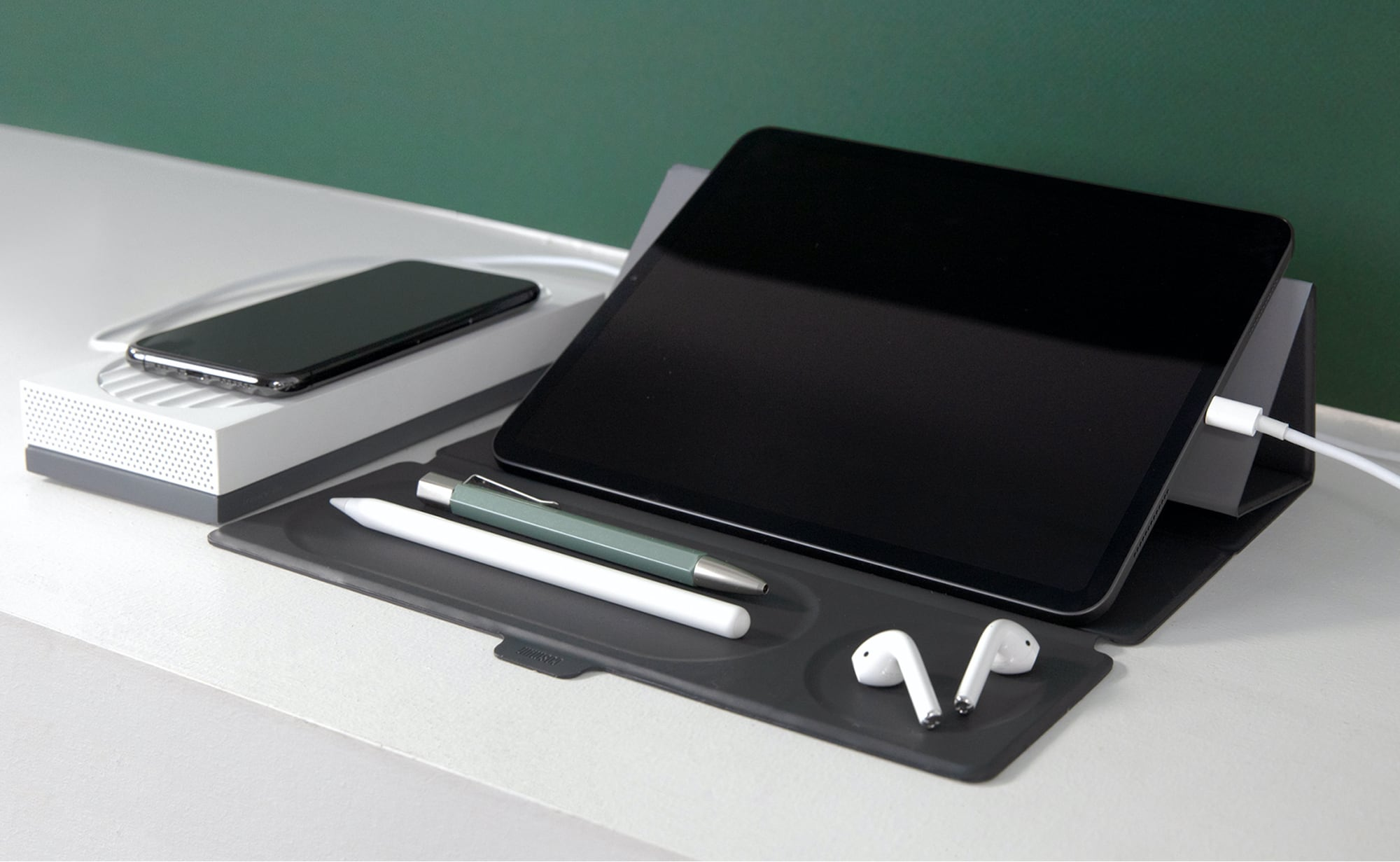Co/Studio Portable Personal Workstation has everything you need to work on the go