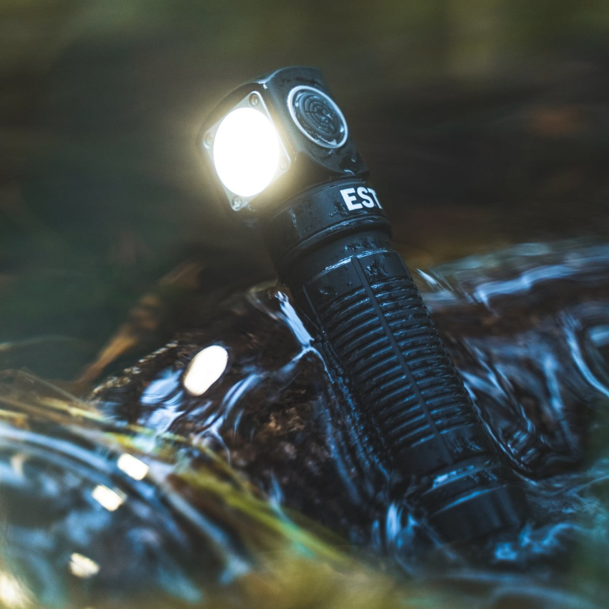 EST Torch L1 Versatile Flashlight is powerful and pocket-sized