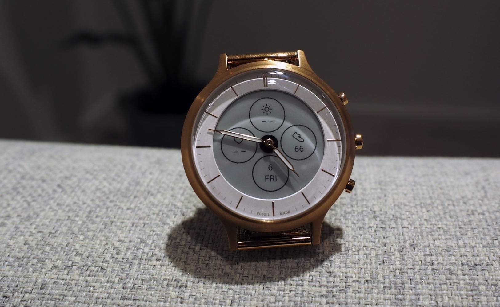 Fossil Hybrid HR E-Ink Smartwatch appears more like an analog timepiece