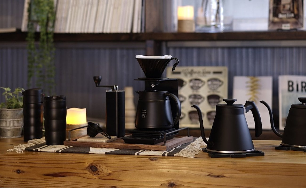 HARIO V60 Insulated Stainless Steel Server keeps hot drinks warm for up to 90 minutes