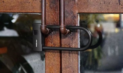 Areox locking a door