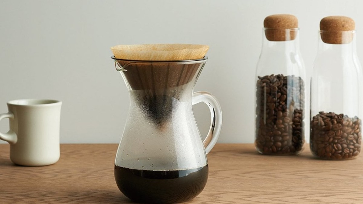 KINTO Coffee Carafe Brewing Set ensures water drips slowly through your grounds