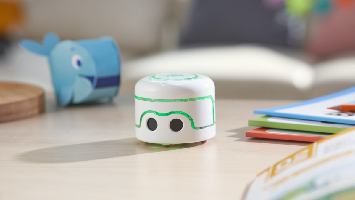 Kamibot Pi Creative Coding Robot teaches you through drawing and games