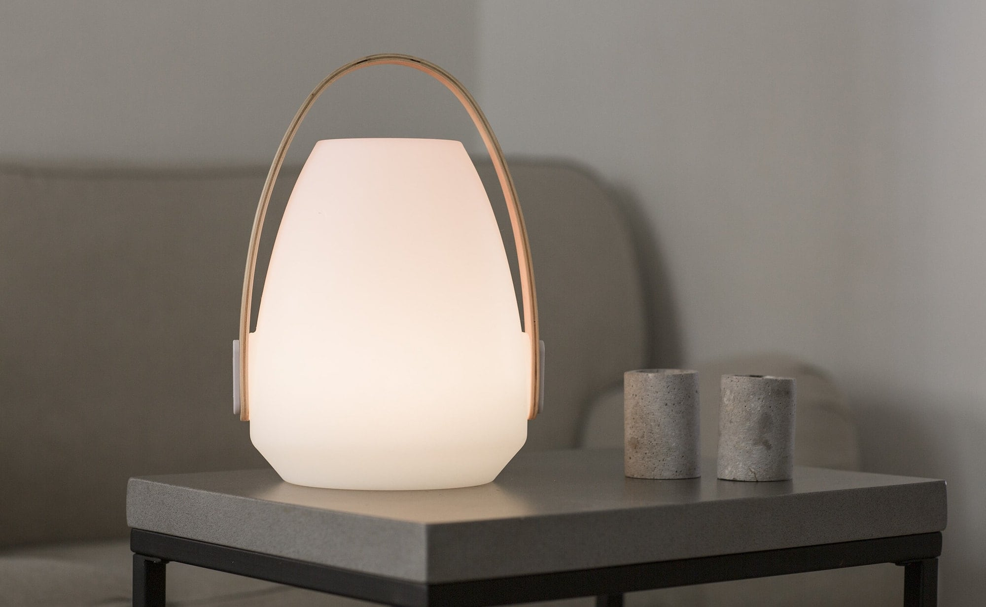 Mooni Andale Speaker Lantern glows in 10 different LED colors
