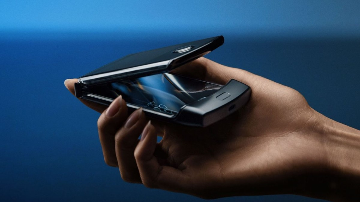 Motorola razr V4 Folding Smartphone receives an Android 10 update with new features