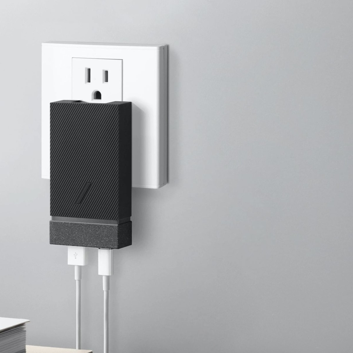 Native Union Smart International Charger PD 18W provides universal power anywhere