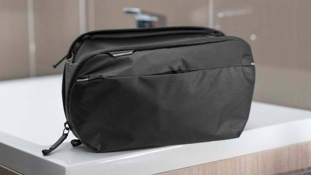 Peak Design Wash Pouch Dopp Kit organizes your toiletry items for travel