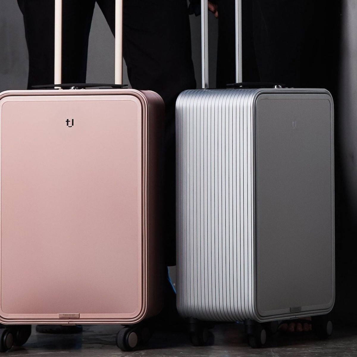 TUPLUS X2 Aluminum Luggage uses a one-touch opening system