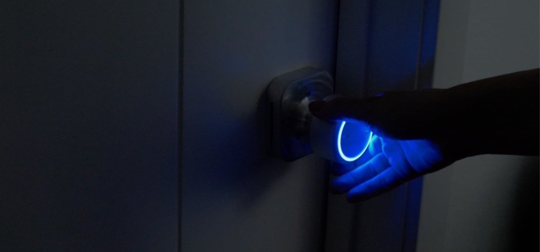 This smart doorknob lights your way in the dark