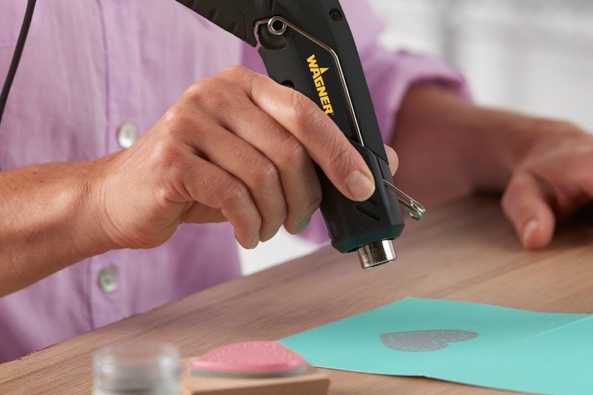 Wagner HT400 Versatile Heat Gun offers a hands-free operating position
