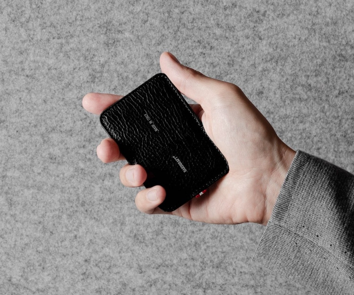 hardgraft Precious One Apple Card Case keeps your credit card safe and sound