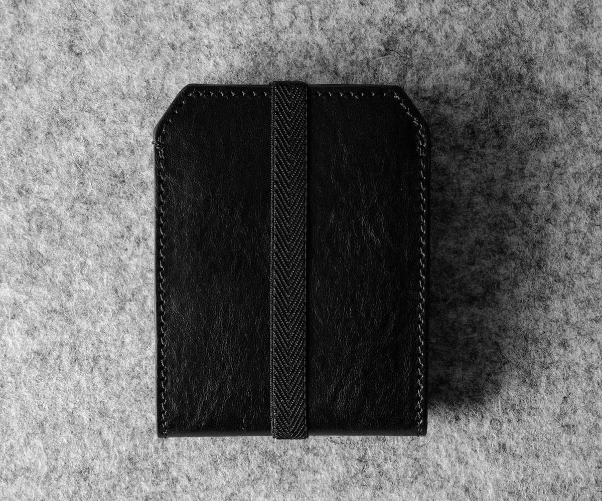 hardgraft Ta-Da! Expanding Card Case unfolds like an according to reveal 7 cards