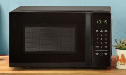 Alexa-compatible gadgets AmazonBasics Alexa Voice-Controlled Microwave