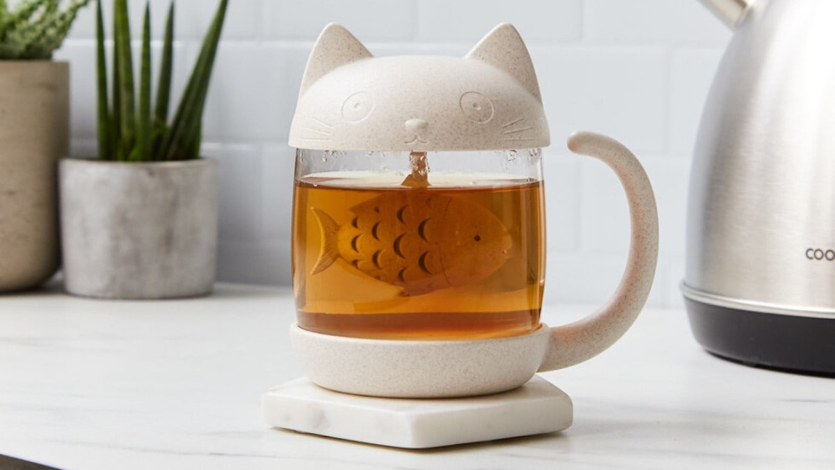 Cat Loose Leaf Tea Mug & Infuser steeps your tea in the kitty's fishy belly