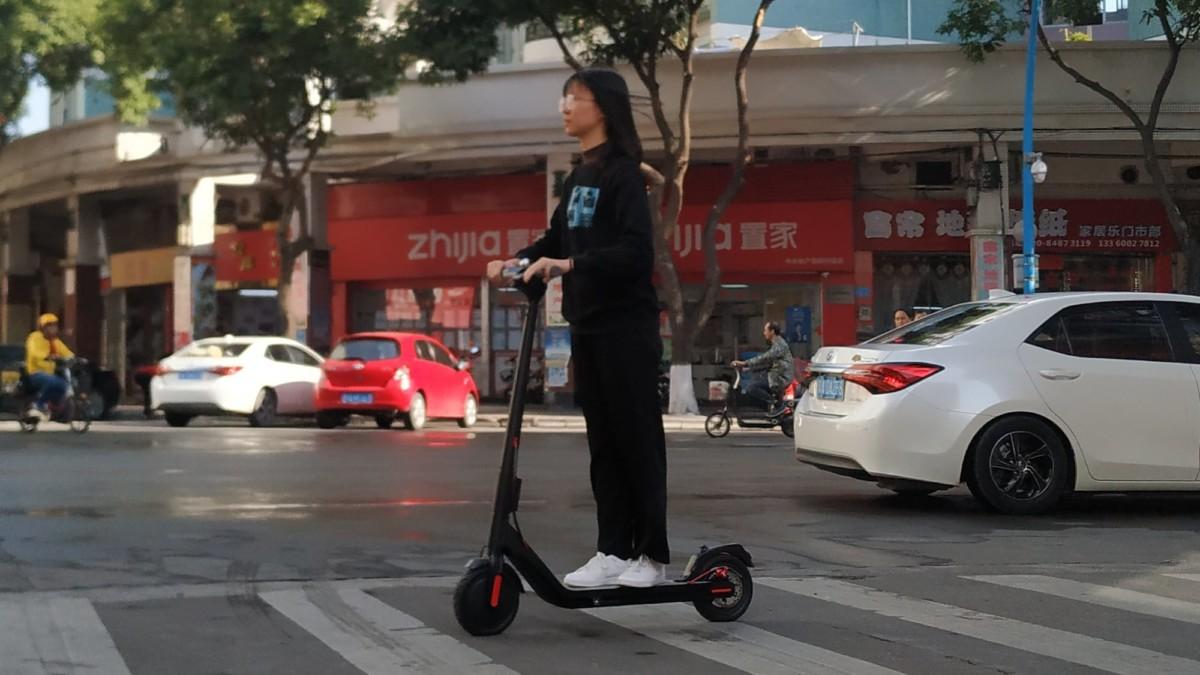 Conan L1 Comfortable Electric Scooter has a powerful 800-watt motor that travels 50 kilometers
