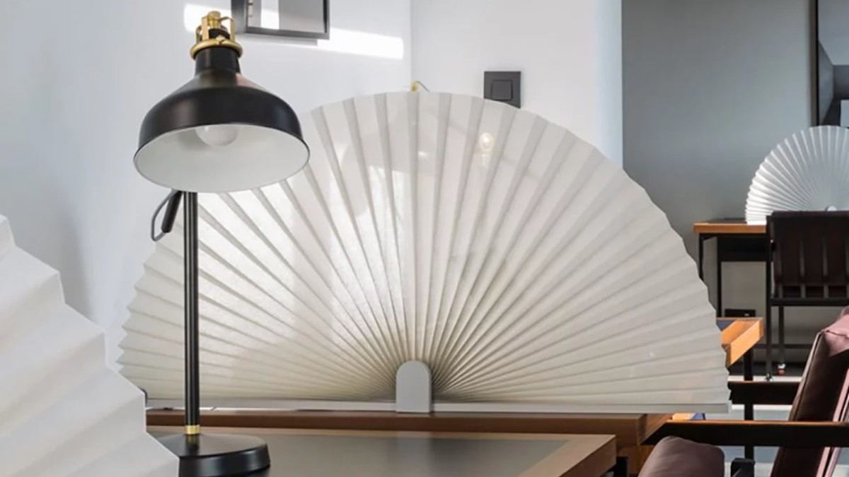 Friendly Border Fan Desk Divider gives you private personal space to work