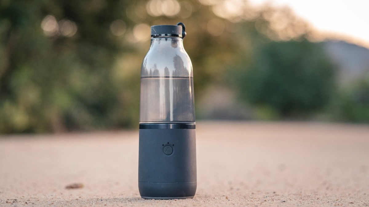 LifeFuels Smart Nutrition Bottle dispenses essential vitamins and nutrients into your water
