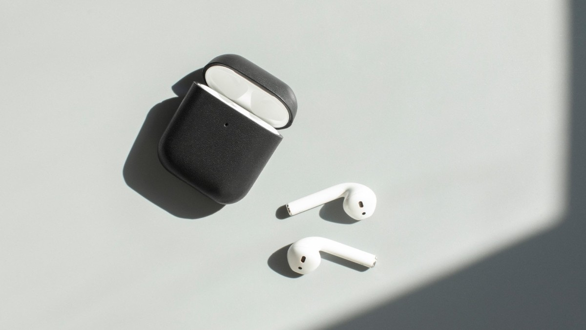 Native Union Fully Wrapped Leather AirPods Case provides a high-quality cover for your earbuds